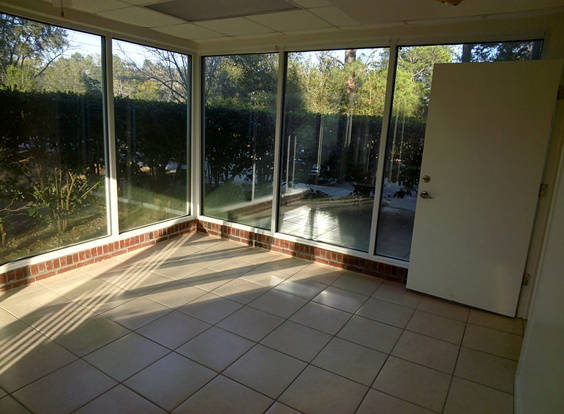 Spacious sunroom in a Townhome on Tharpe apartment