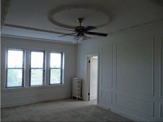 Beautiful living space at The Saum with gorgeous plaster ceilings